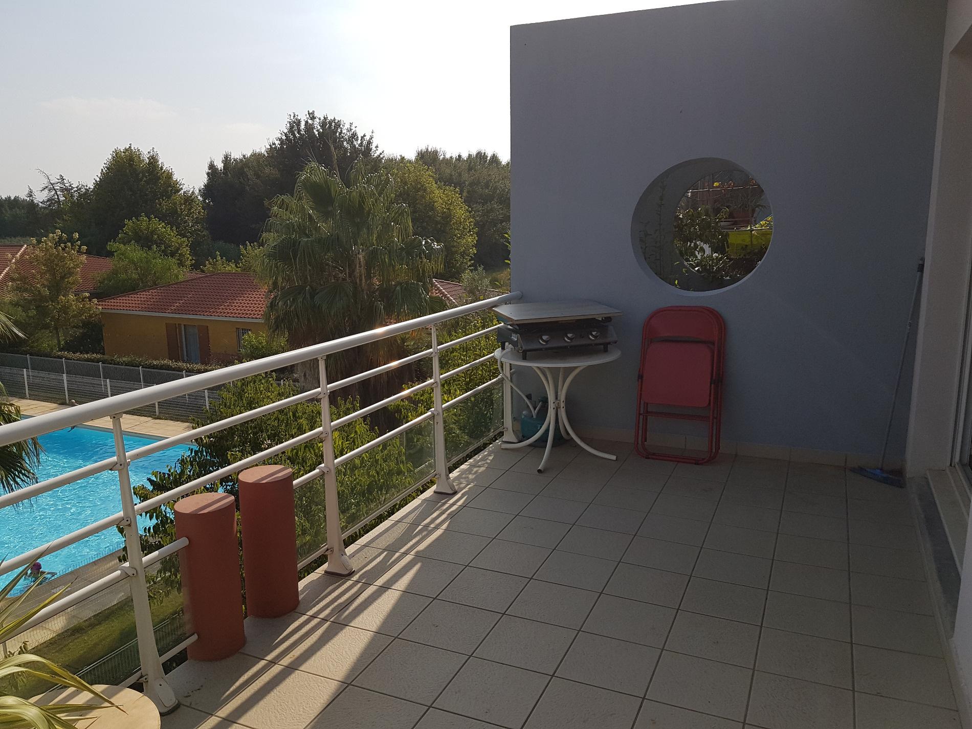vente baho appartement f2 lou de 40 m avec terrasse et parking priv. Black Bedroom Furniture Sets. Home Design Ideas